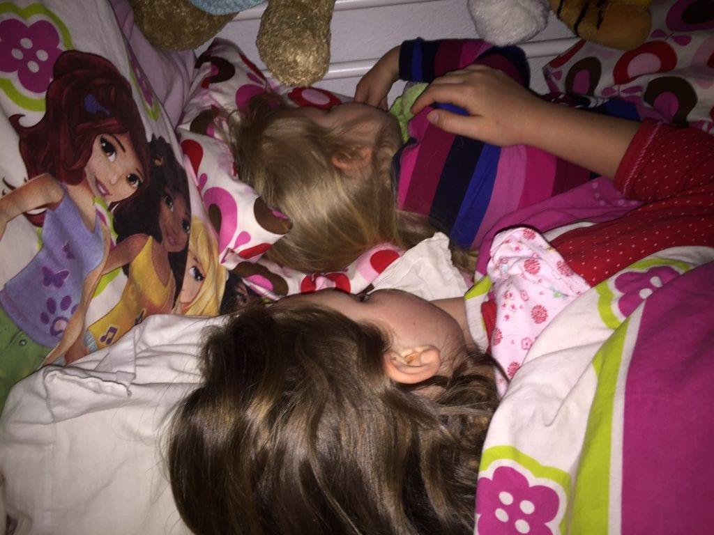 søde piger, børn, søskendekærlighed