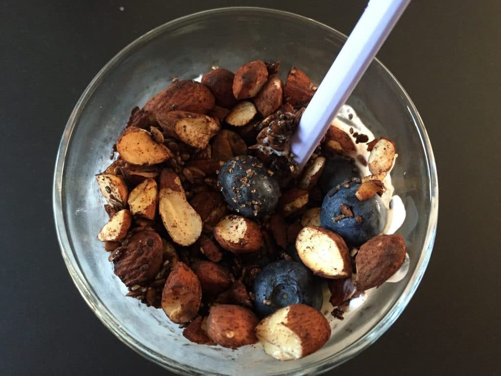 sund morgenmad, protein, fit, mandler, skyr, granola, ristet, blåbær, sundt, sund