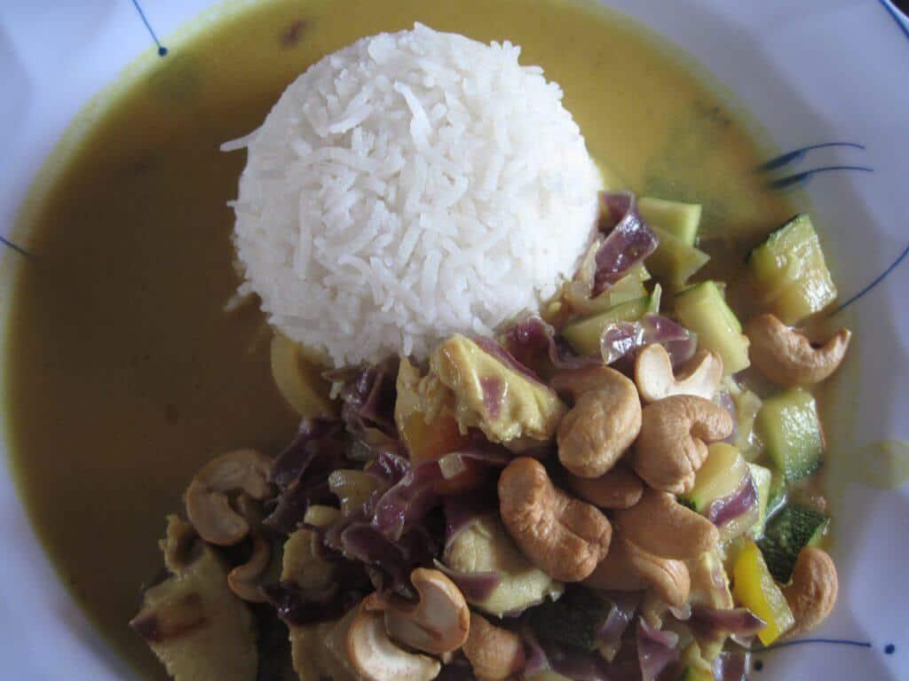 Kylling i wok med karry og kokosmælk