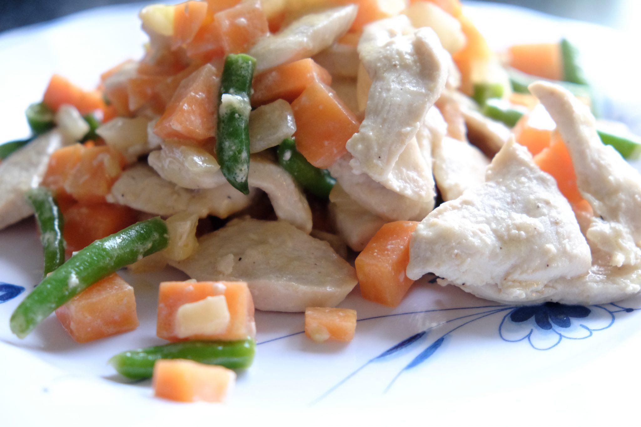 Sund frokost på 15 minutter, opskrift, lækkert, nemt, velbekomme, kylling, wok, bønner, haricot verts, gulerødder