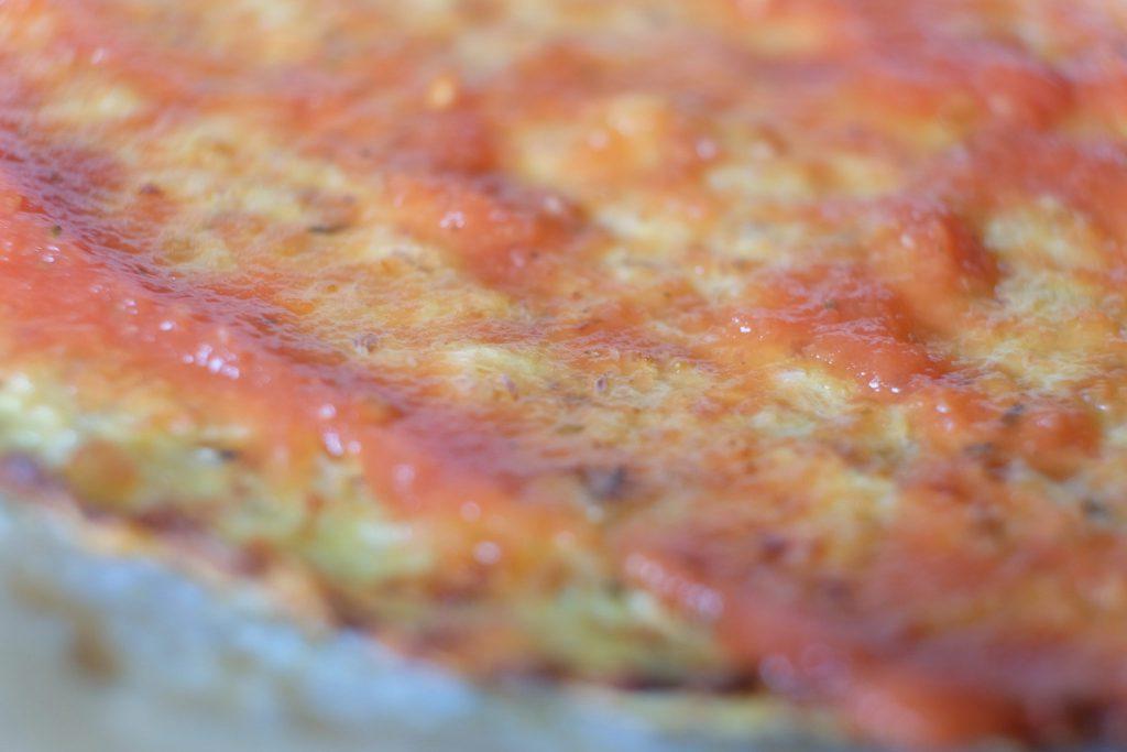 blomkål, snittet, blomkålspizza, opskrift, fast og sprød