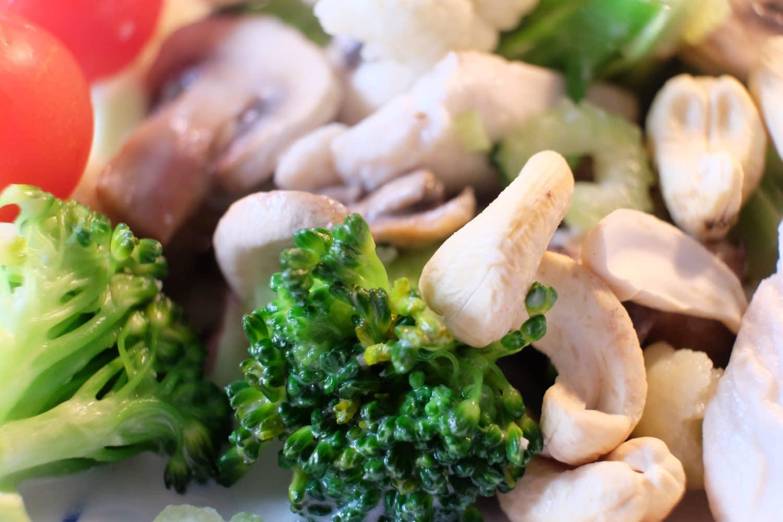 kylling, cashew, cashewnødder, broccoli, blomkål, sundt, sund, opskrift