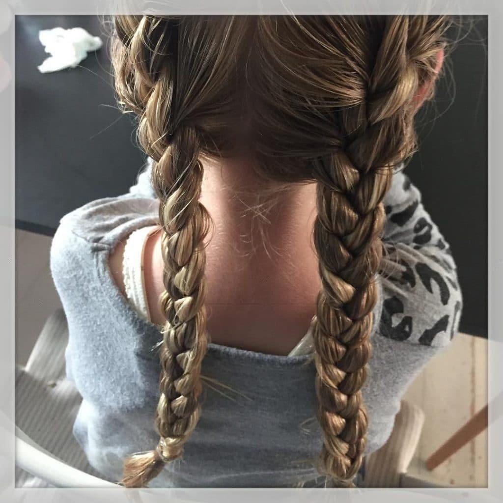 """Mor, jeg vil også have krø"" ???? Så jeg har flettet hendes lange hå i dag og i morgen er der krø ?????????? #krø #fletter #flettehå #franskfletning #frenchbraid #ferie #iloveit ??"