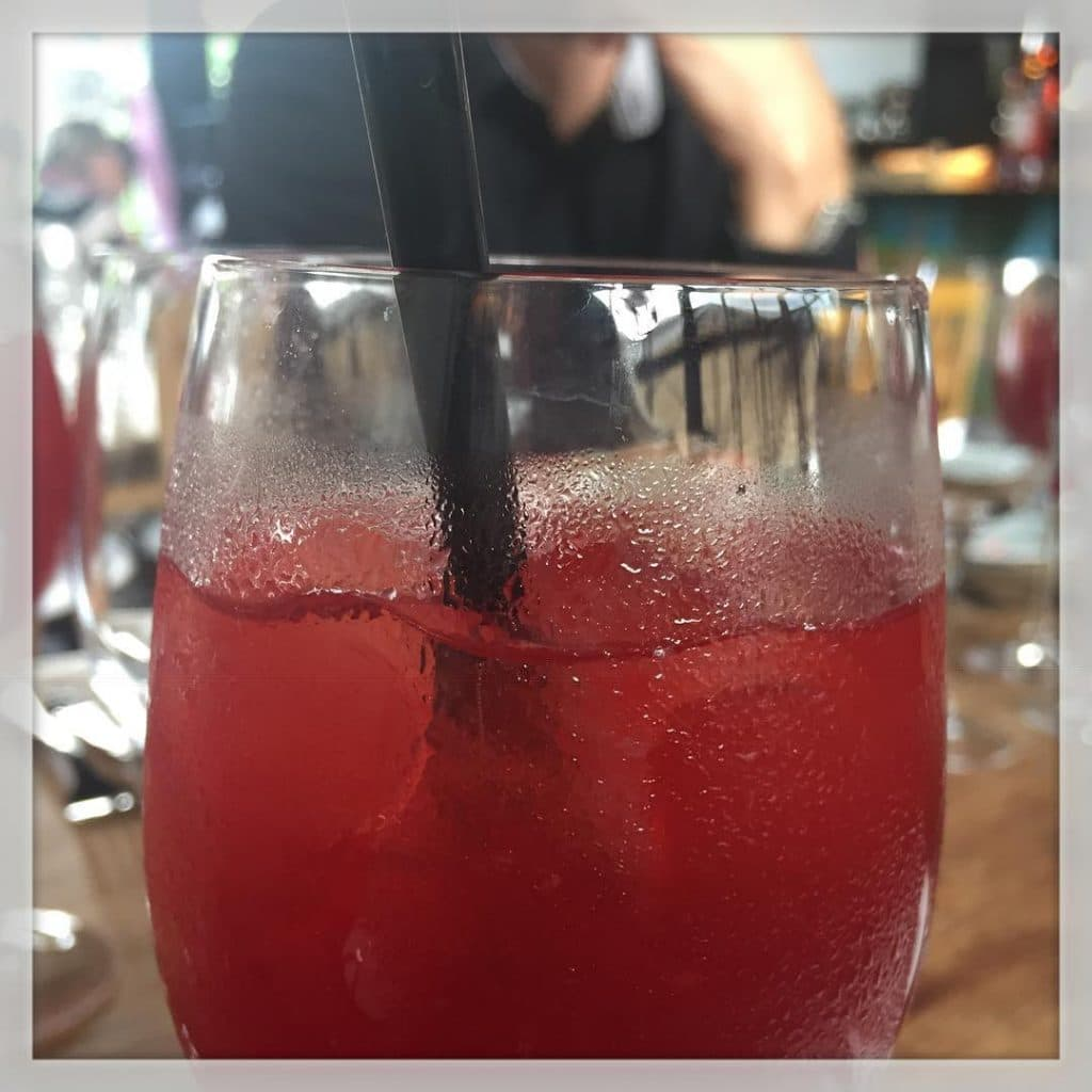 Spritze drink inden italiensk pizza @tribeca_nv ?????????? #tribecanv #pizza #coldplayparken #coldplay2016 #ferie #iloveit ??