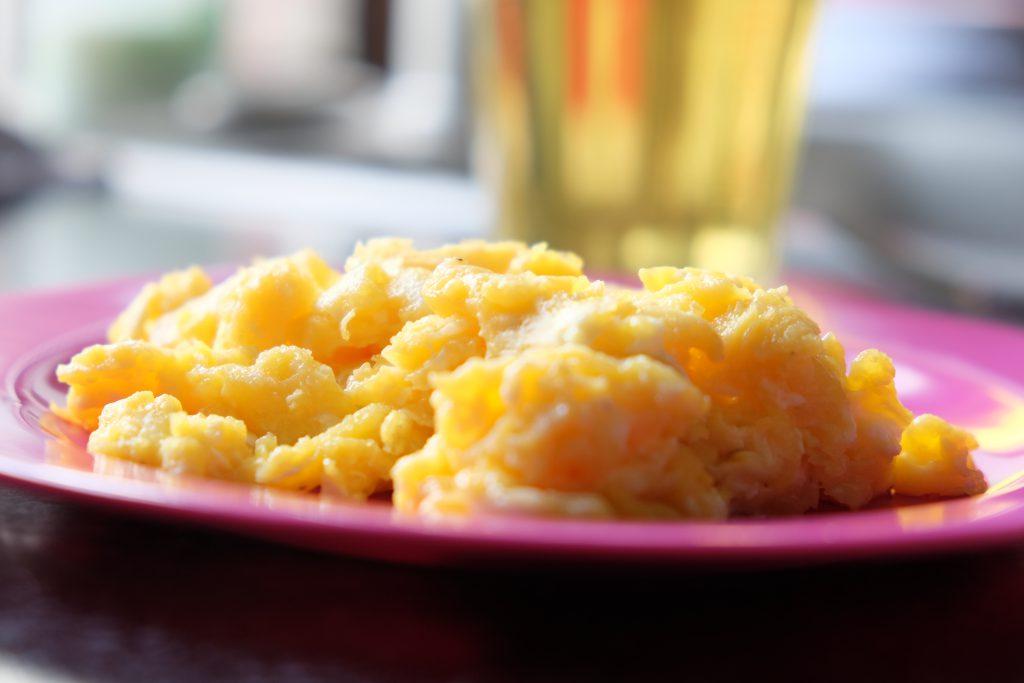 scrambled eggs, opskrift, sundt, nemt, lækkert, velbekomme