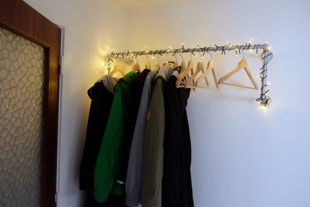 gangen, renovering, garderobe, vandrør, julelys