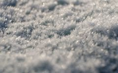 Frostvejr og blå himmel